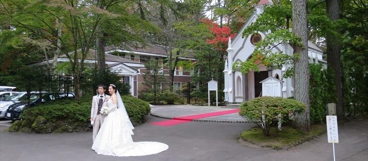 軽井沢のホテル音羽ノ森の紅葉が始まりました