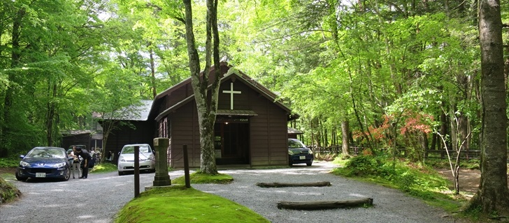 ショー記念礼拝堂が新緑に包まれています