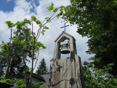 聖パウロカトリック教会の鐘 若葉 新緑 軽井沢
