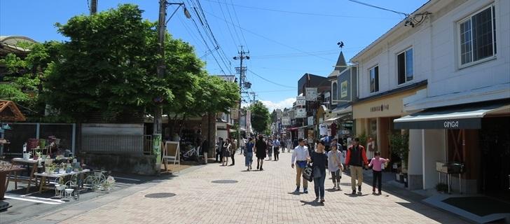 旧軽井沢銀座通りが新緑になっています