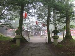 諏訪神社の境内
