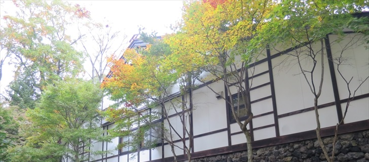 軽井沢の万平ホテルの紅葉が始まりました