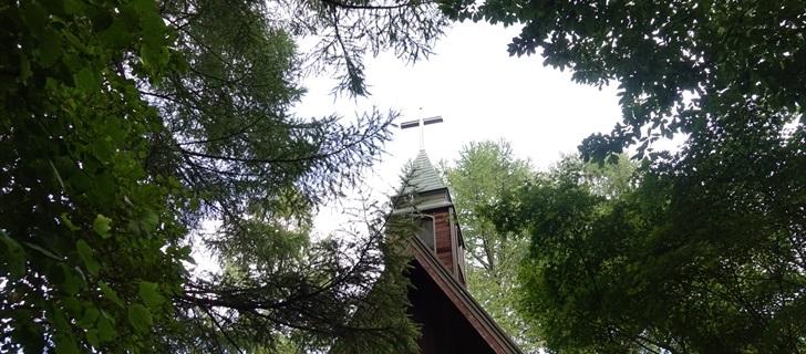 軽井沢高原教会が秋の気配に包まれています