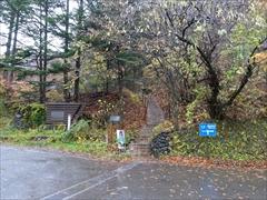 軽井沢 階段先がピッキオセンター