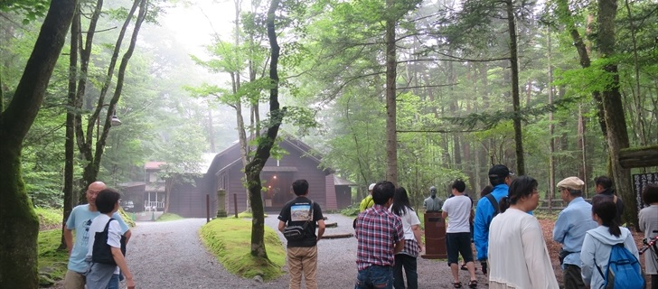夏のショー記念礼拝堂には大勢の観光客が訪れます