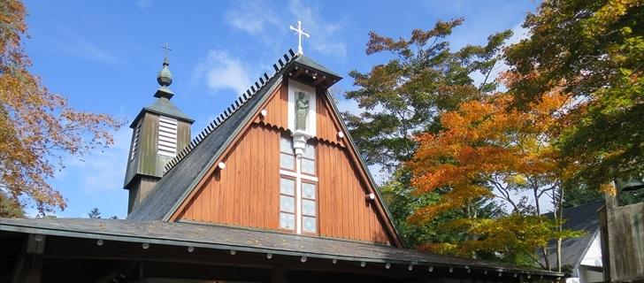 聖パウロカトリック教会の紅葉が始まりました