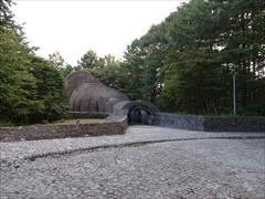 石の教会礼拝堂正面入口