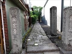 旧軽銀座通り沿い神宮寺入口