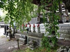 神宮寺の入口の地蔵