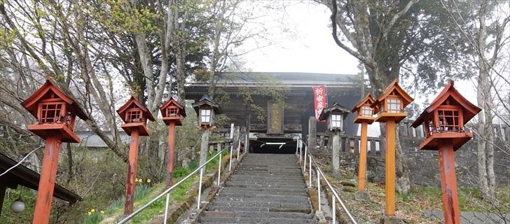 軽井沢 熊野皇大神社が濃霧に包まれています 2018年4月23日