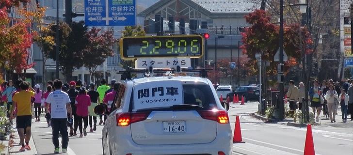 軽井沢本通り(国道133号)の紅葉が見頃です