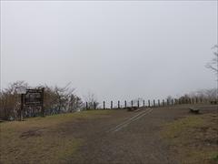 濃霧で見晴らせません