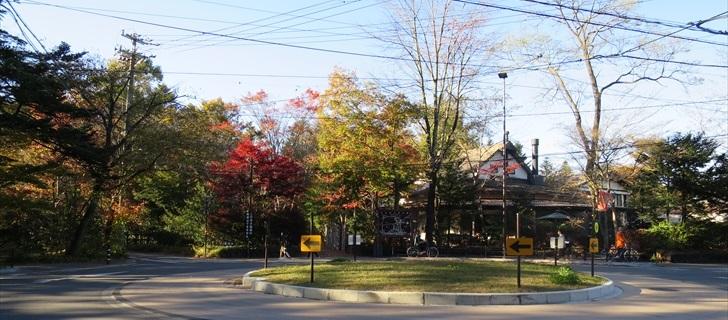 軽井沢の六本辻の紅葉も見頃です