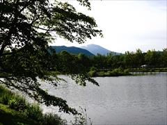 軽井沢 矢ヶ崎公園・大賀ホール 山桜から離山・浅間山